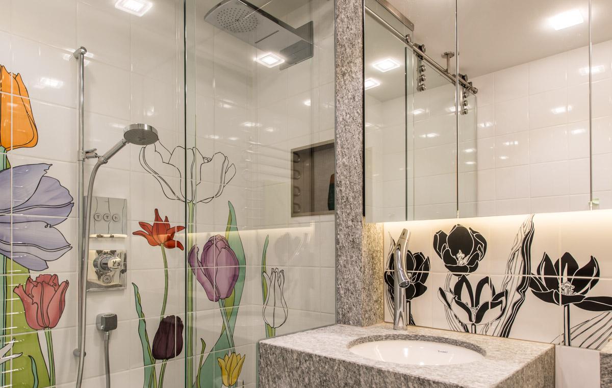 Flower power badezimmer kontrastfabrik i for Innenarchitektur badezimmer
