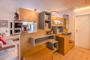 Gestaltung und Umsetzung Trennwand Wohnzimmer ferienwohnung Arosa