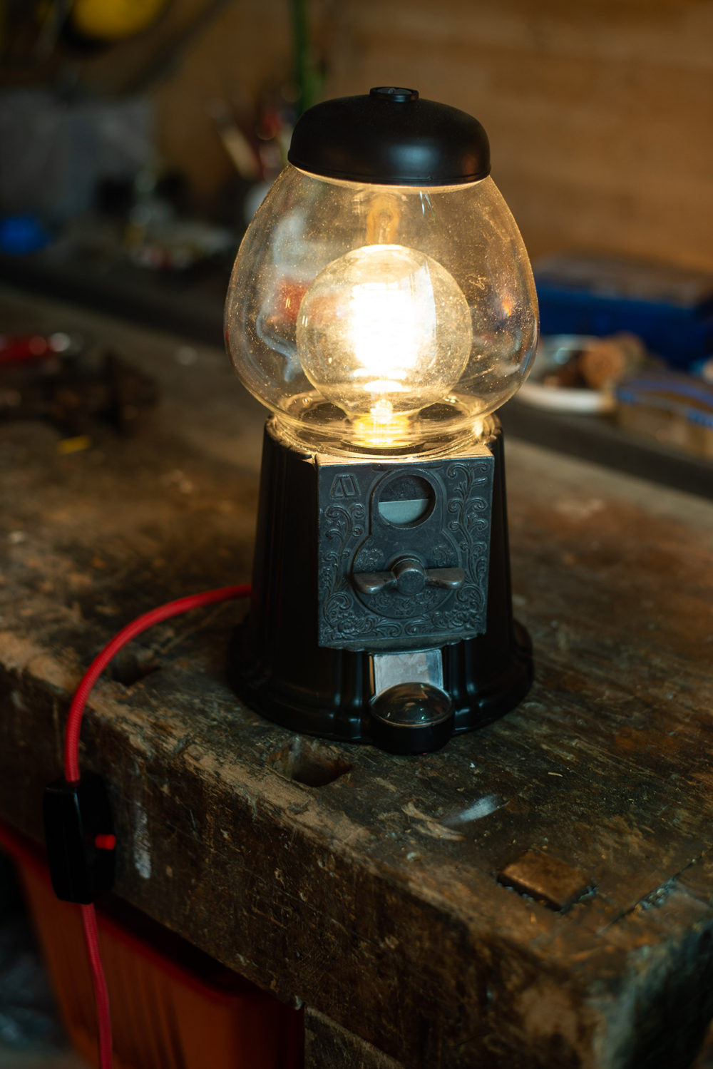 Upcycling Lampe aus Kaugummiautomat