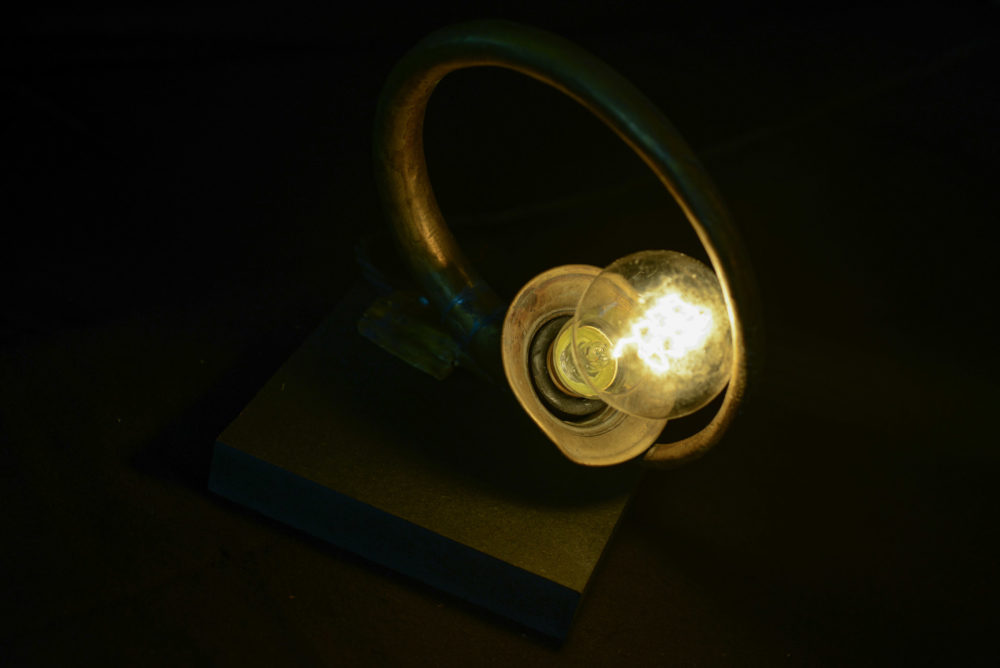 Lampe aus altem Posthorn